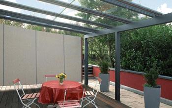 раздвижная крыша из стекла для веранды загородного дома